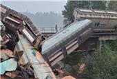 Train carrying potash derails near Hope