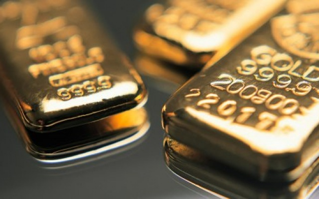 PRECIOUS-Gold rises as dollar sags after U.S. mid-term results