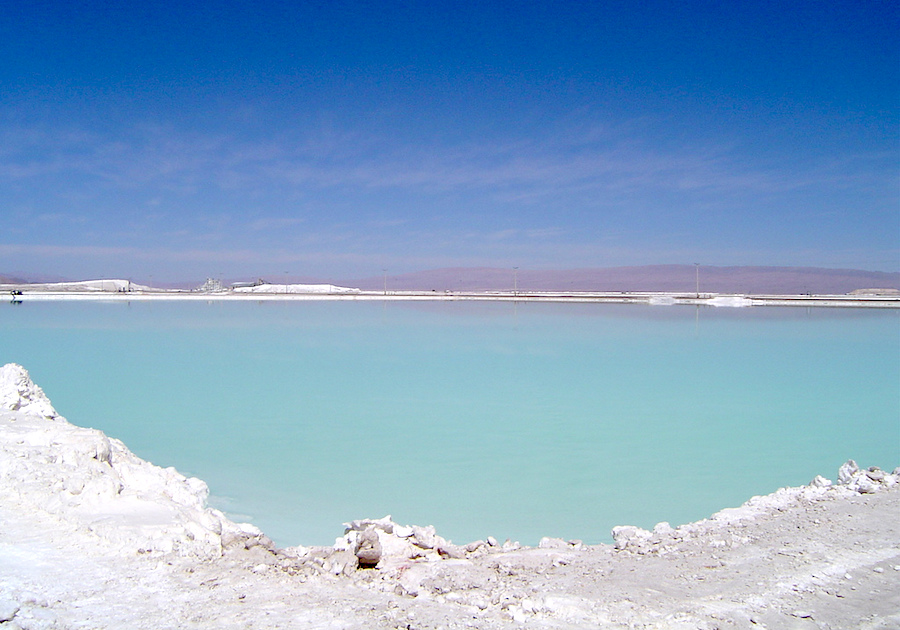 Albemarle`s lithium sales drop after Chilean rains
