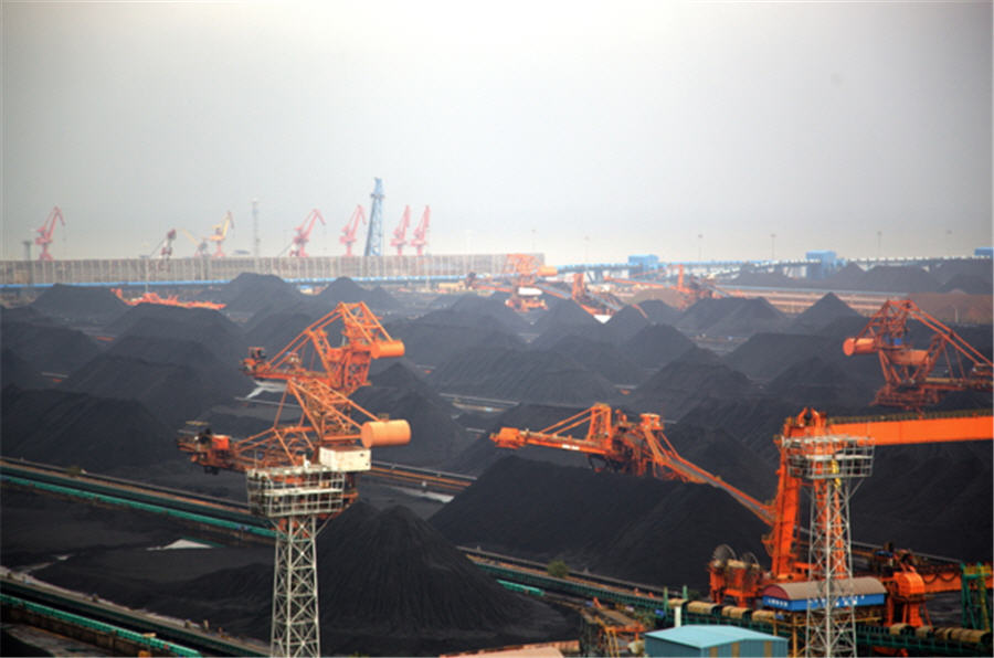 China's coal spending boom contrasts with industrial slump