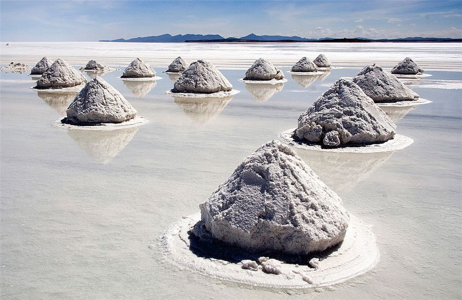 Lithium price plunges to 4-year low