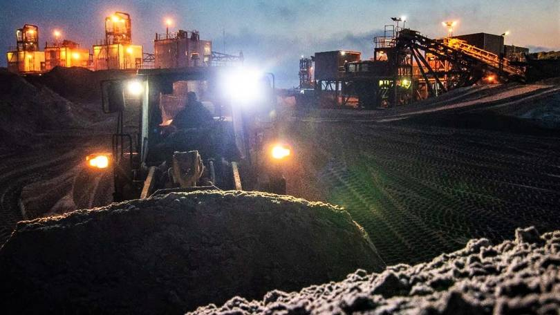 Mineral Commodities starts mining at Western Strandline